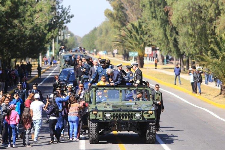 amlo-con-militares.jpg