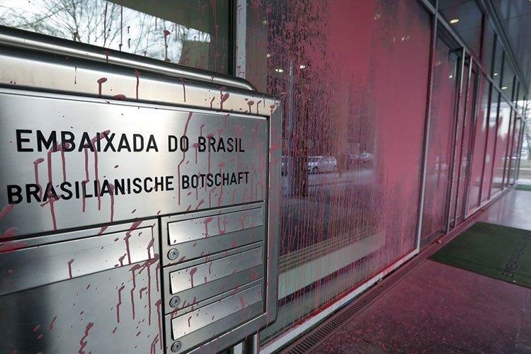 vandalizan-embajada-brasil-alemania.jpg