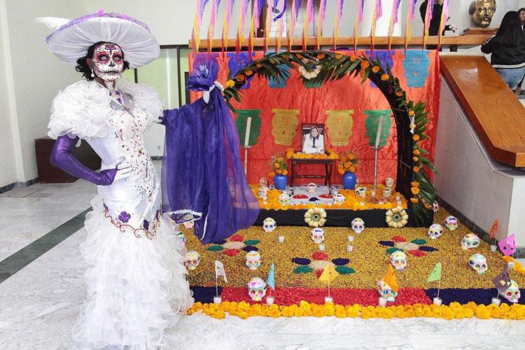 altar-de-muertos-en-congreso.jpg