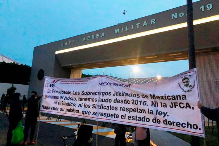 protestan-jubilados-de-mexicana.jpg