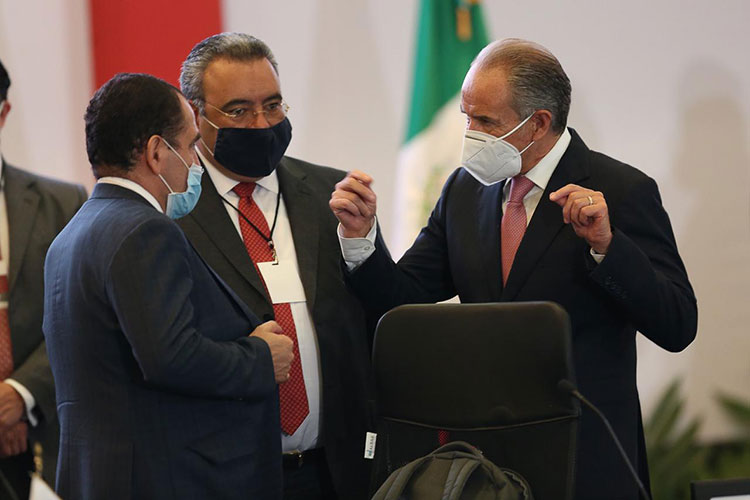 gobernador-carreras-con-secretario-hacienda-herrera.jpg