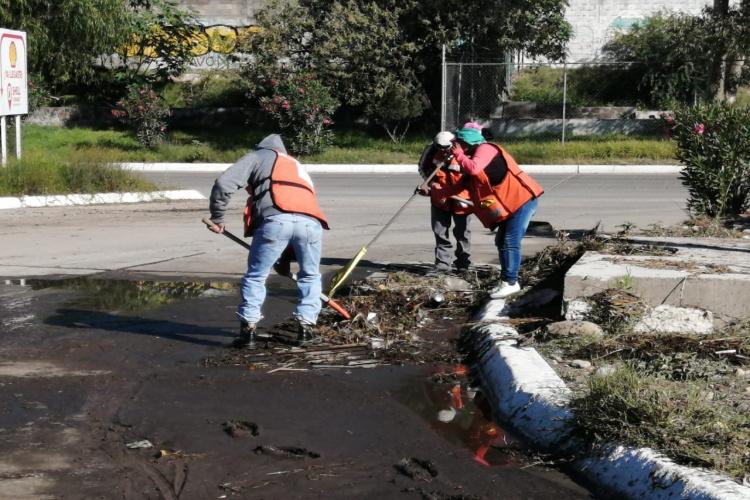 limpieza-en-boulevard-rio-de-santiago.jpg