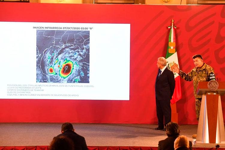luis-alberto-ortega-vazquez-y-amlo-huracan-delta.jpg