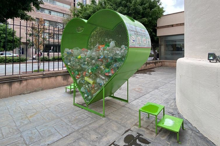 residuos-corazon-plasticos.jpg