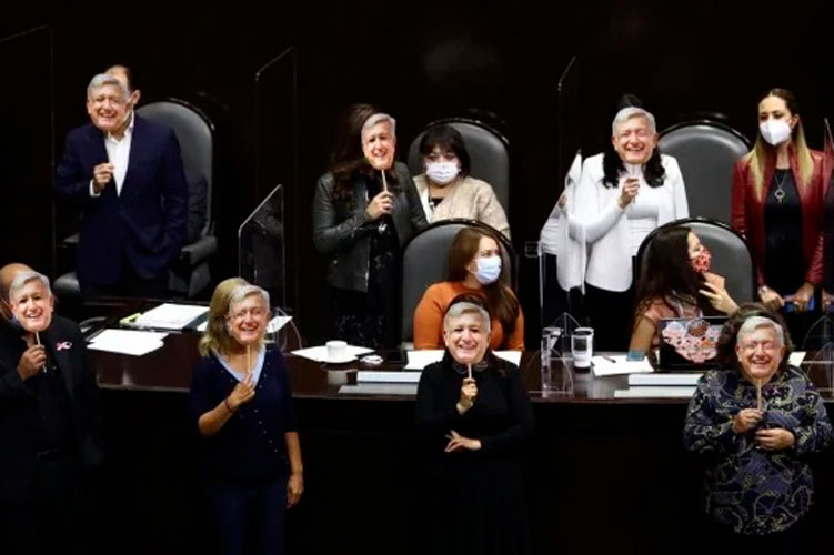 senadores-cara-de-amlo.jpg
