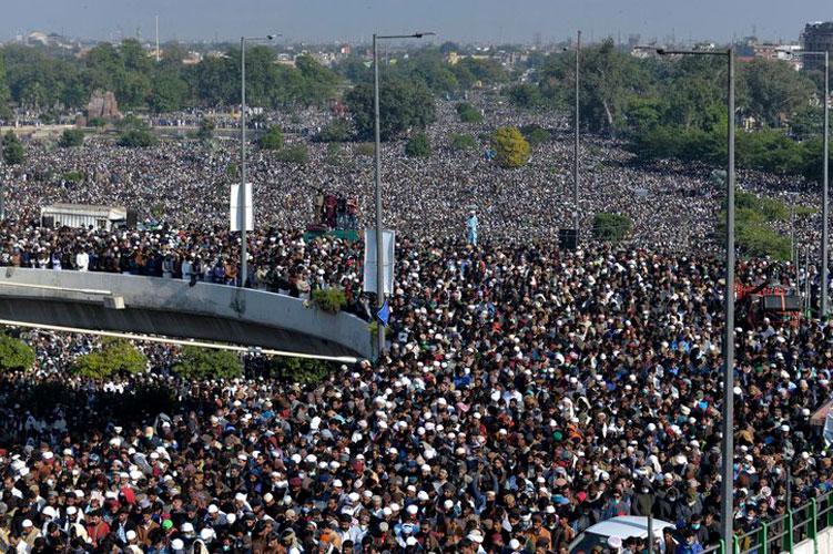 marcha-funebre-por-muerte-de-khadim-hussein-rizvi.jpg