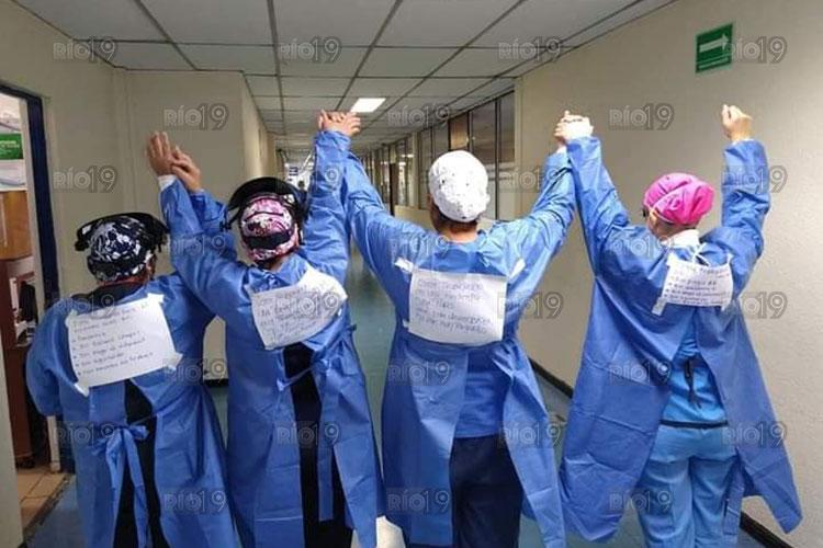 medicos-trabajo-bajo-protesta-covid.jpg