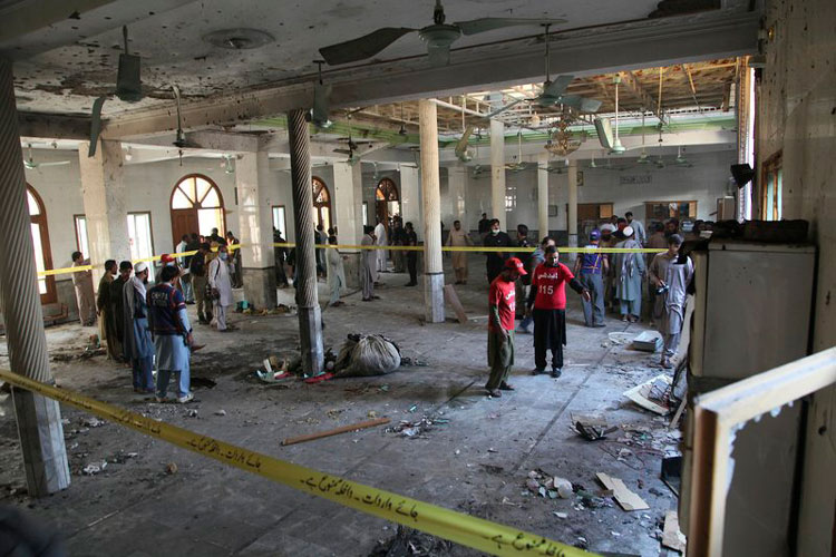 explocion-de-bomba-en-seminario-islamico-en-peshawar.jpg