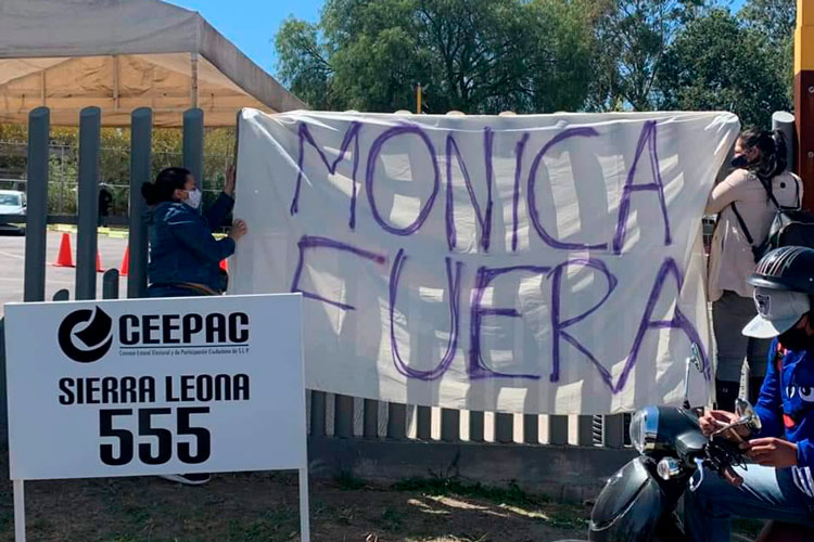protesta-contra-monica-rangel.jpg